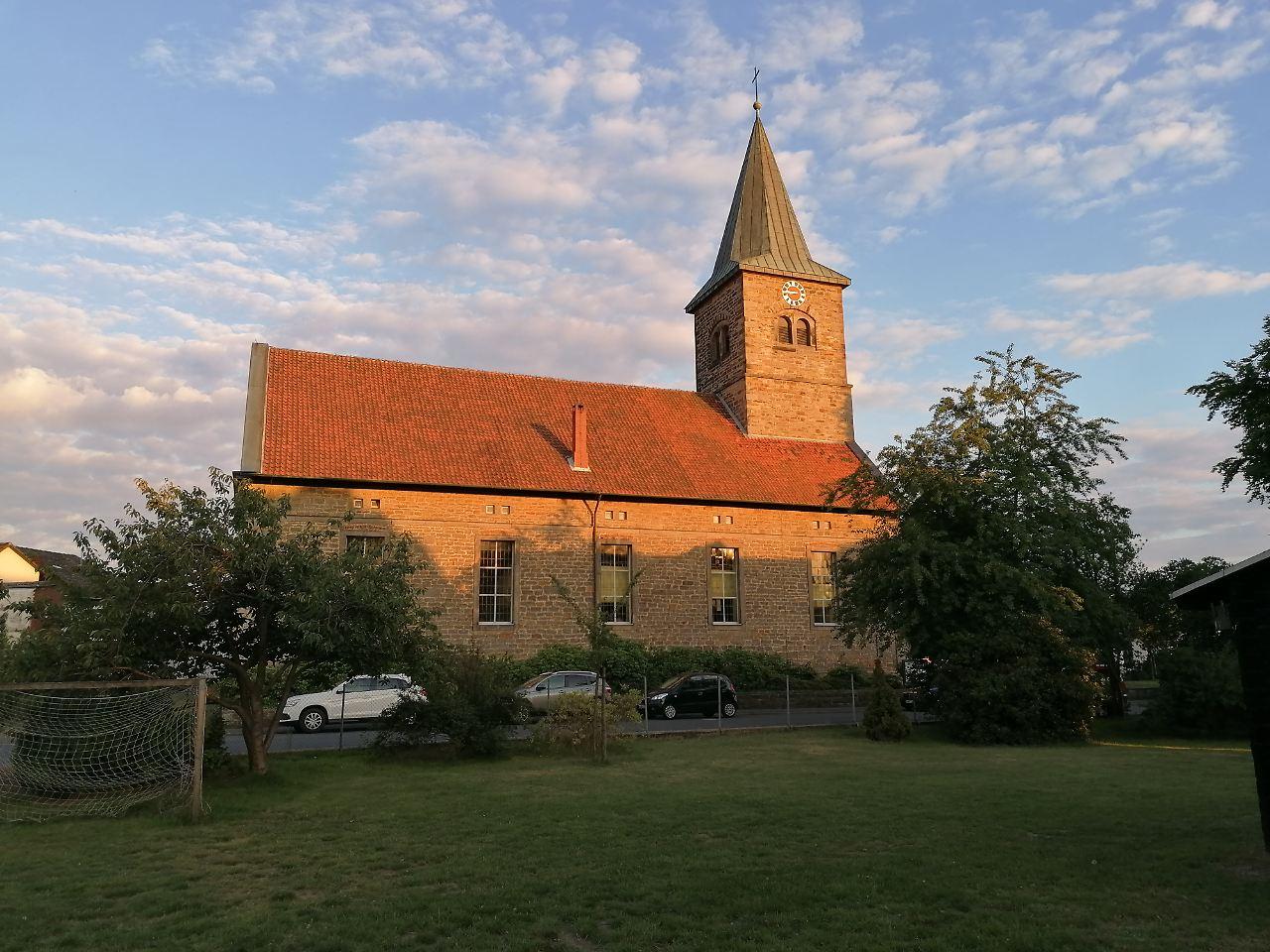 Die St. Petrus-Kirche in Steinhude wurde in 50 Jahren aus Sandstein erbaut., Foto: Markus Weseloh.