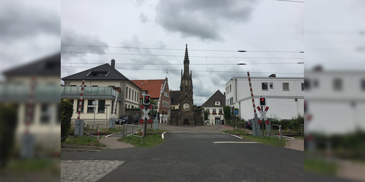 Einer der Bahnübergange in Elsfleth. (Foto: Touristik-Information Stadt Elsfleth)